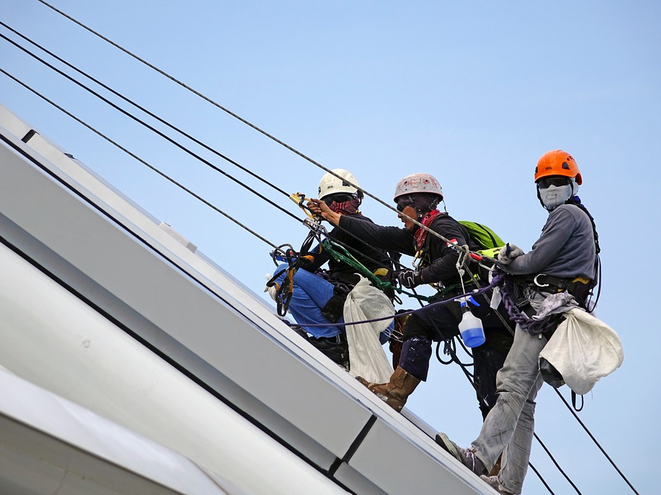 rappelling roof - High Rise Window Cleaning Toronto | Excel Projects